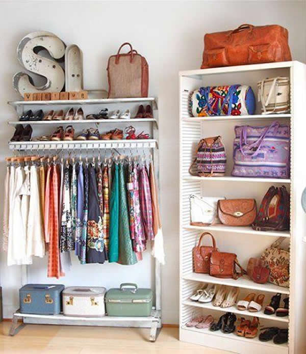 Você pode organizar o closet de diversas formas, com estruturas básicas
