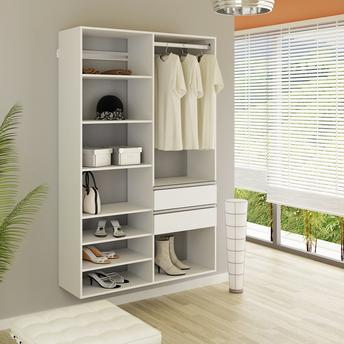 Uma estrutura aberta com muitas divisórias para guardar diversas roupas e aparatos