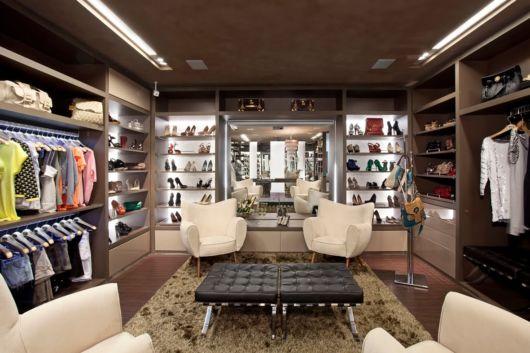 Um espaço totalmente luxuoso e sofisticado com todos os acessórios em destaque