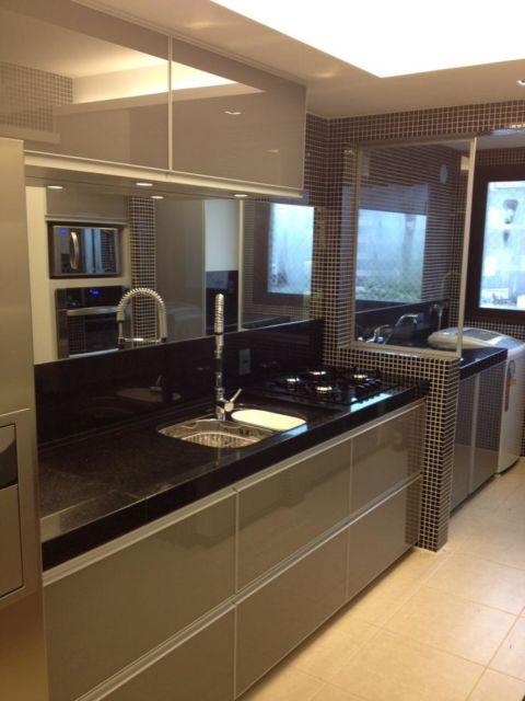 Lindo, exuberante e moderno projeto de cozinha para apartamento pequeno