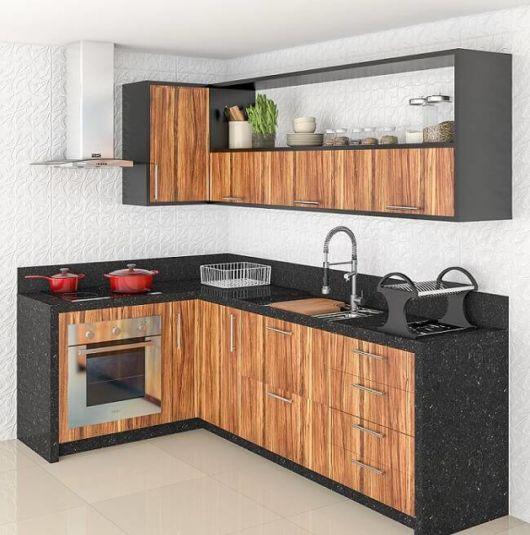 Linda combinação de madeira com os detalhes em preto, um projeto básico, porém moderno