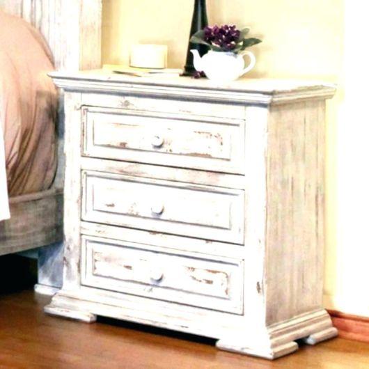 O aspecto rústico destaca o móvel e dá total charme a decoração do seu quarto