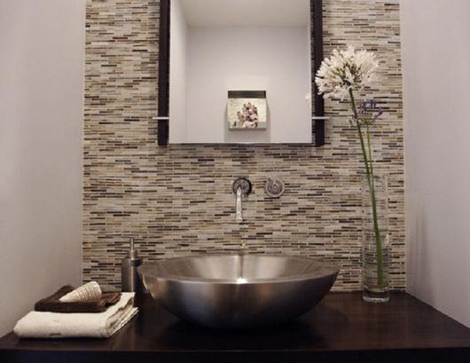 A cuba de inox é uma bela opção para dar um toque sofisticado ao seu banheiro