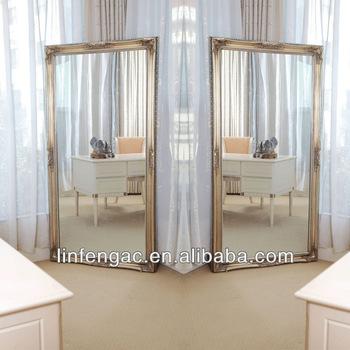 Um espelho de chão grande com um conceito luxuoso e sofisticado