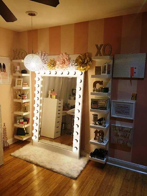 Para um quarto com pegada rústica, uma versão retrô do espelho de chão