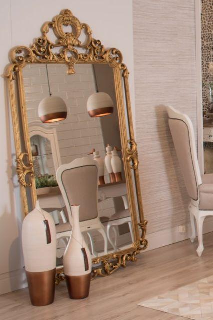 A moldura provençal é bem popular e sempre se adapta a diversos estilos de decoração