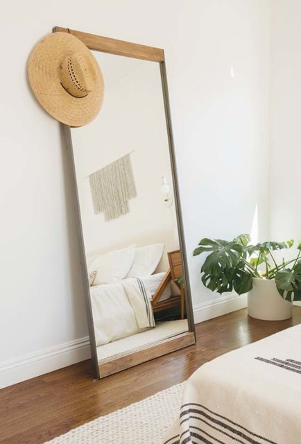 O espelho de chão se adapta a um estilo minimalista perfeitamente