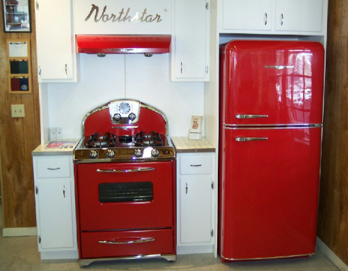Uma boa ideia é combinar o fogão com a geladeira