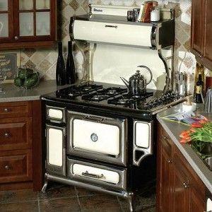 Um fogão super antigo, uma linha que você dificilmente encontrará nas lojas especializadas nesse tipo de produto