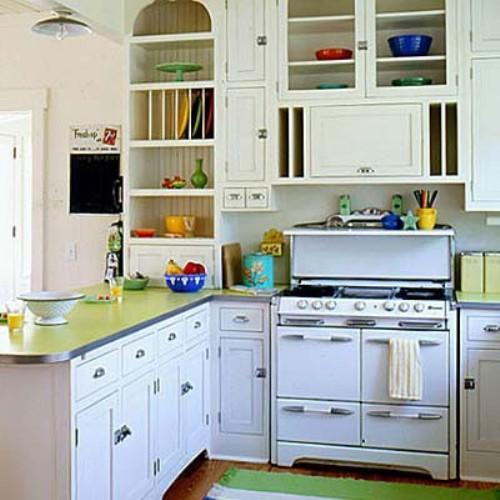Um fogão branco em uma cozinha com decoração minimalista