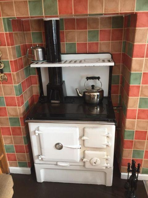 Boa combinação preto e branco nesse fogão retrô antigo