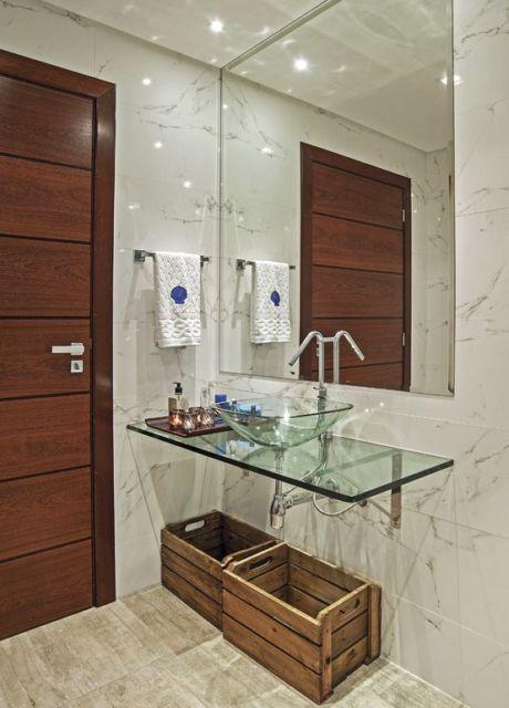 banheiro com cuba de vidro