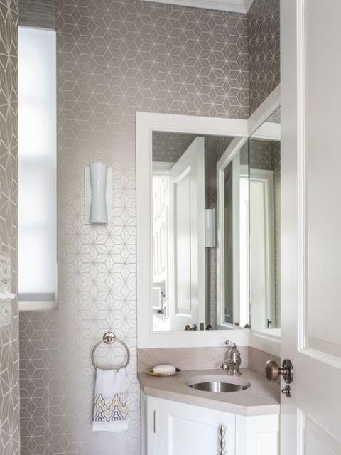 banheiro com papel de parede