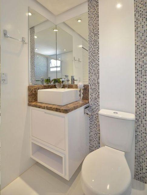 banheiro com espelho de canto