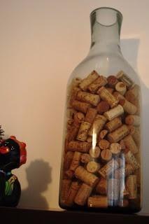 Uma garrafa enorme para colocar diversas rolhas