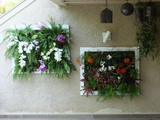Lindos quadros com muitas flores coloridas, uma bela opção para decorar sua varanda