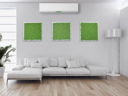 O quadro vivo dá um toque natural à sala minimalista