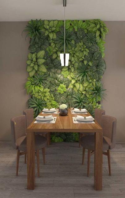 Um jardim vertical enorme que incrementa a decoração de sua sala de jantar