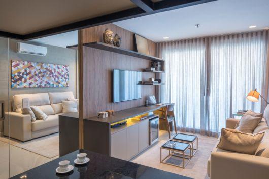 O painel de TV é a melhor opção para otimizar o espaço em salas pequenas