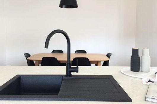 A torneira pode atuar como um detalhe na decoração ou um complemento a todo o conceito da sua cozinha