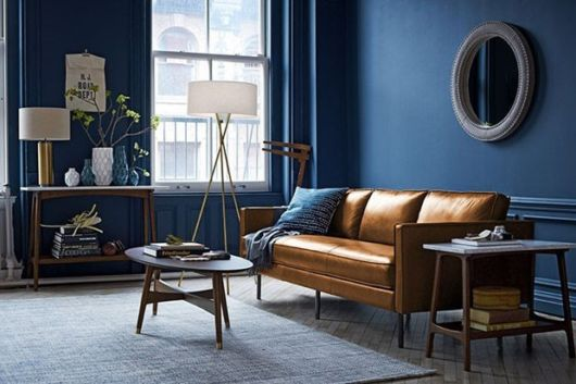 O azul marinho é uma cor atemporal na decoração e de muito bom gosto