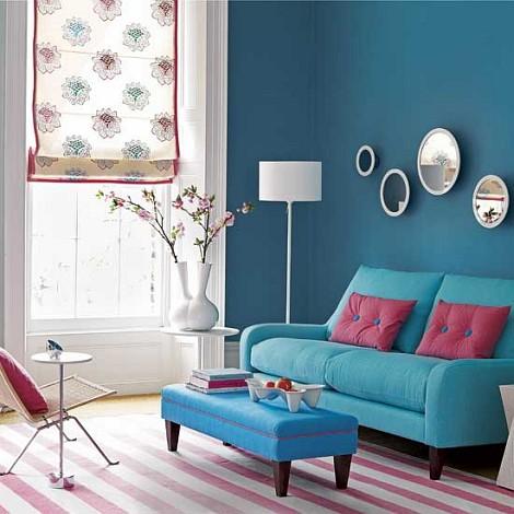 Pequenas almofadas rosa para deixar o ambiente mais vibrante
