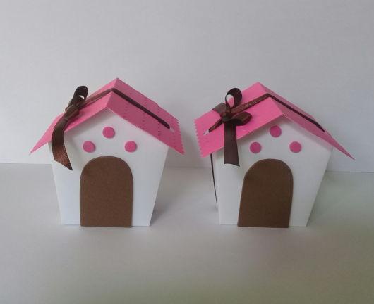 Duas lindas casinhas para cãezinhos pequenos