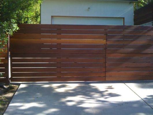 Portão de madeira.