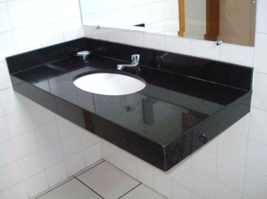 Unir preto e branco é tendência em vários estilos de decoração