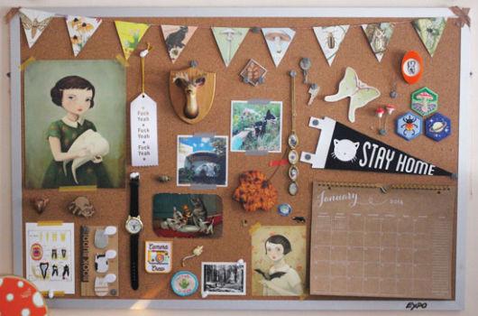 O quadro é ideal para pendurar acessórios, colocar lembretes, fotos, etc.