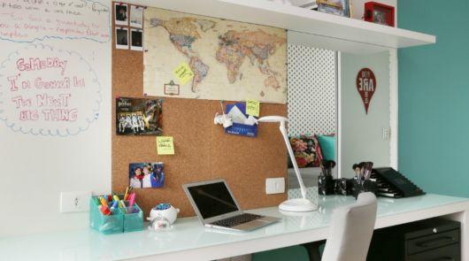A cortiça é ideal para deixar o seu escritório ou home office mais organizado