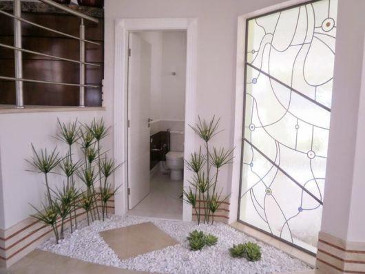 Que tal instalar um jardim de inverno pequeno bem na entrada de um cômodo?