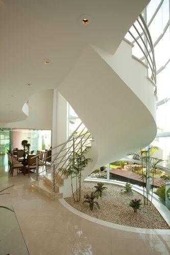 Planejado estrategicamente, um modelo minimalista com poucas plantas