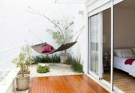 Que tal instalar ao fundo do seu quarto ou na sacada, criando um espaço de relaxamento?