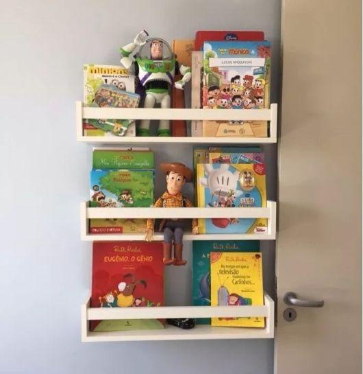 Além de livros, você pode usar a estrutura para colocar brinquedos e outros acessórios