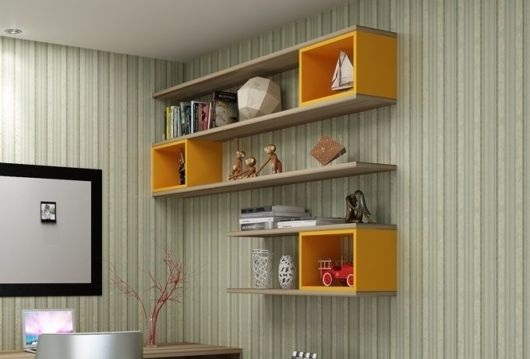 nicho para escritório com prateleira de madeira