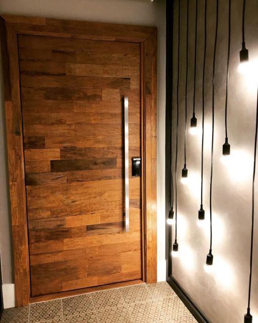 Porta de madeira para quarto.