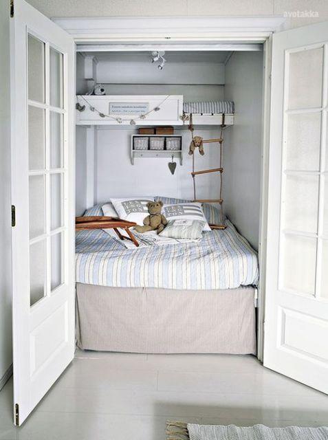 Porta para quarto pequeno.