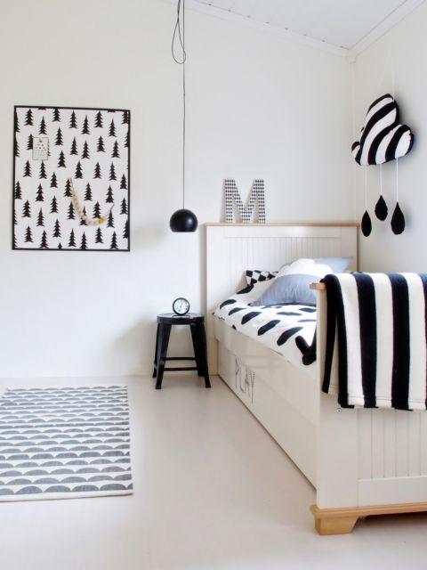 O quadro preto e branco fica ótimo em quartos de solteiro também