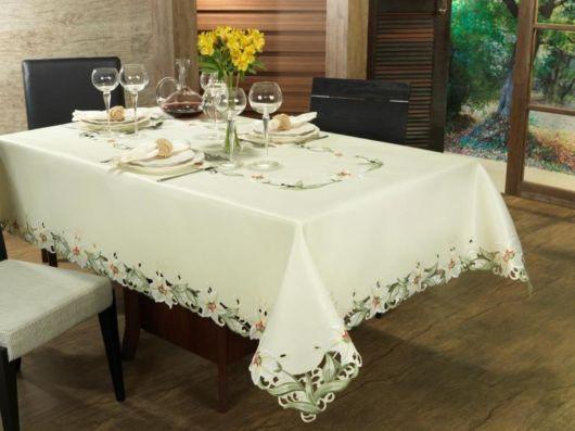 toalha de mesa bordada luxuosa