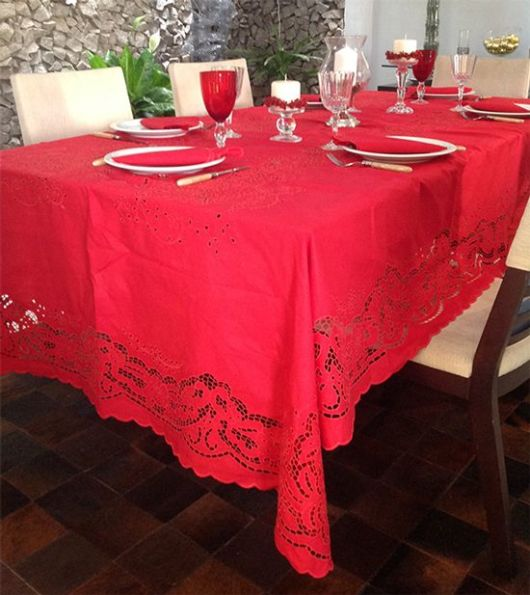 toalha de mesa bordada vermelha