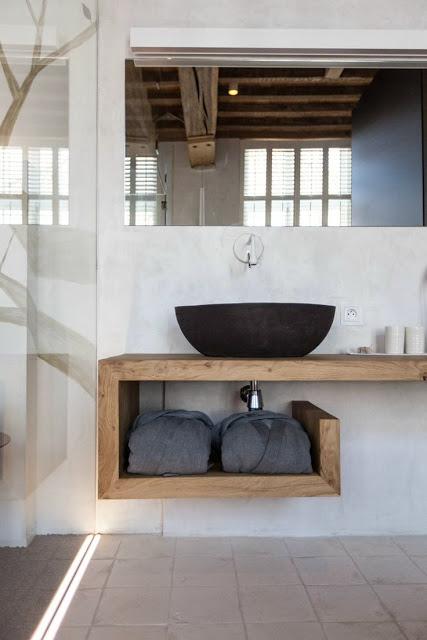 Você pode inovar com modelos de bancadas em formatos fora do convencional, levando um conceito diferente ao seu banheiro