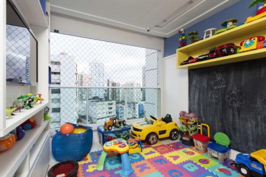 O tapetinho temático e colorido pode ser instalado no chão da brinquedoteca