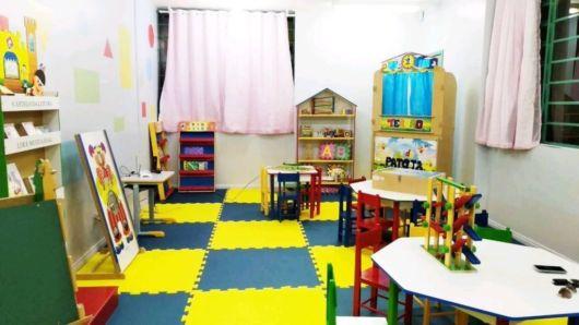 Aparatos como mesa, tapete e móveis funcionais são essenciais para montar uma brinquedoteca temática