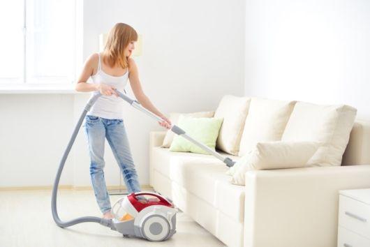 limpeza de sofá com aspirador