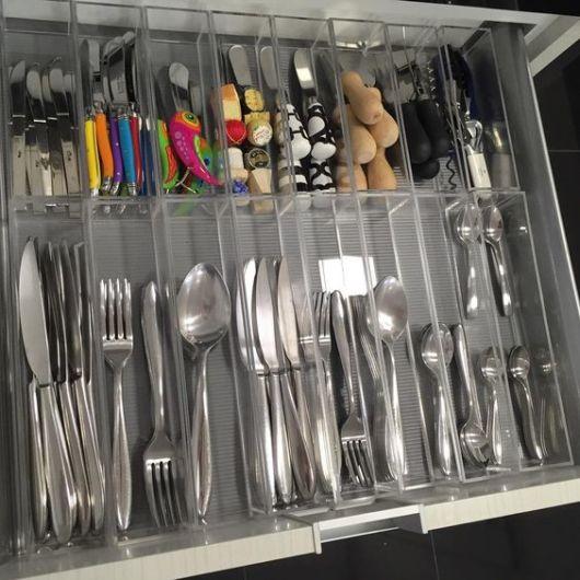 como arrumar gaveta cozinha