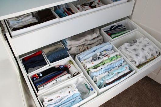 como arrumar roupas de bebê