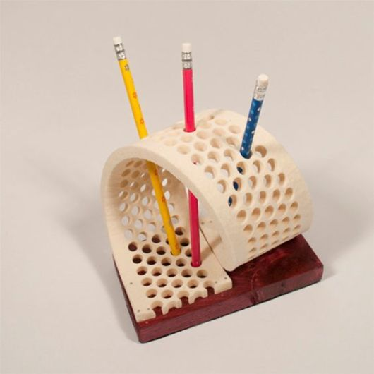 Porta-canetas moderno.