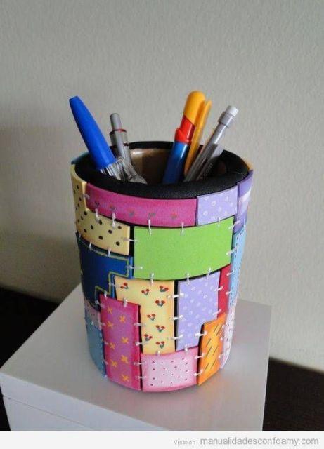 Porta-canetas de EVA.