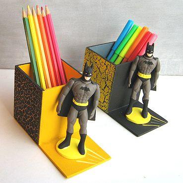 Porta-canetas de MDF.